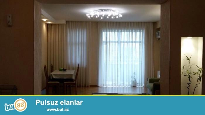 Продаю сама.В самом престижном месте города Баку около Азуре продаётся 3-ёх комнатная квартира...