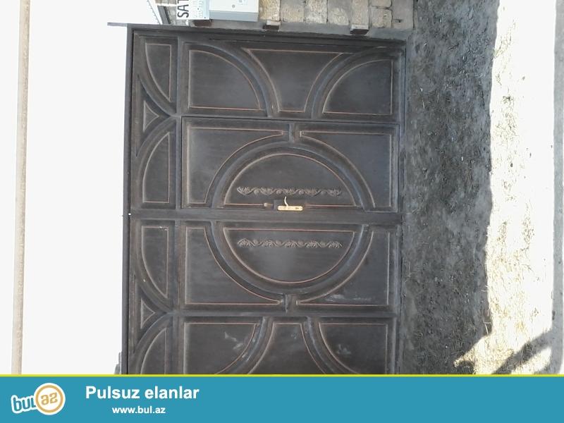 Buzovnada 33 nömrəli məktəbin yanında 5.8 sotun içində 100 kv m sahədə 3 otaqlı ev satılır...