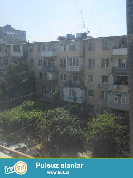 yasamalda metro inşaatçılara yaxın günəş petrol yanacaq doldurma məntəqəsinin yanında 1 otaqdan 2 otağa düzəlmiş ev satılır...