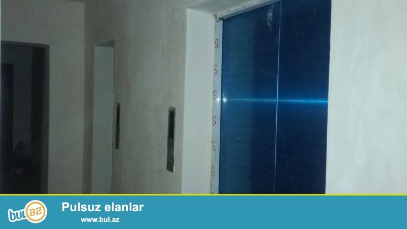 ƏLA TƏKLİF !!! Şəhərin prestijli yerində, Elmlər Akademiyasi metrosunun yanında, QAZLI yeni tikili binada 3 otaqli mənzil satilir...