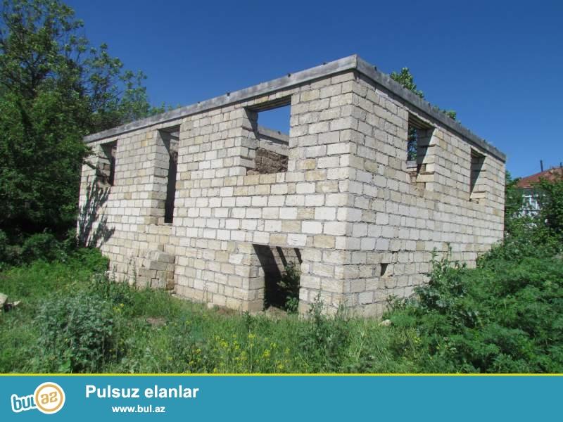 Qubanın Alpan kəndində yarımçıq tikilmiş ev satılır...