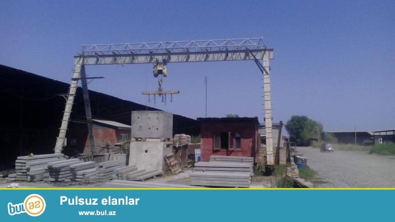 KORPU - KRAN, TELFIRLE BİRLİKDE, BOLGARİYA İSTEHSALİ  uzunluq -30 metr, eni -11metr, hundurluyu -6metr, qaldirma gucu -5 ton ...