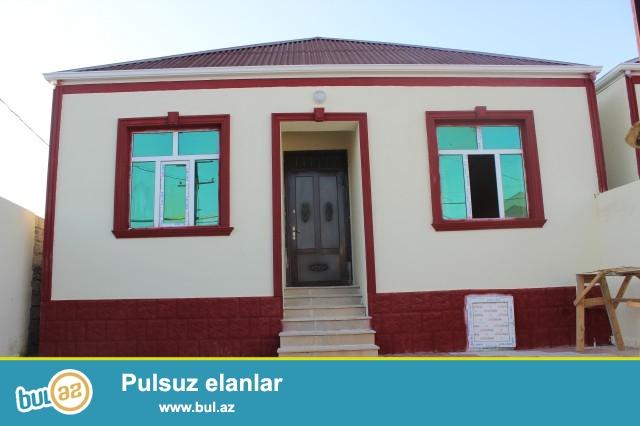 Sabunçu rayonu Zabrat 1 qəsəbəsi, 198 nömrəli marşurut yolunun üstündə, 2 sot torpaq sahəsində 6 daş kürsülü, ümumi sahəsi 90 kvadrat olan 3 otaqlı, tam təmirli ev satılır...
