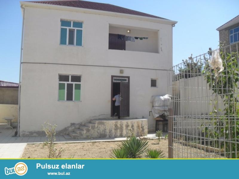 Masazırda Əliağa Vahid heykəlinin yanında 2 mərtəbəli 5 otaqlı həyət evi satılır ...