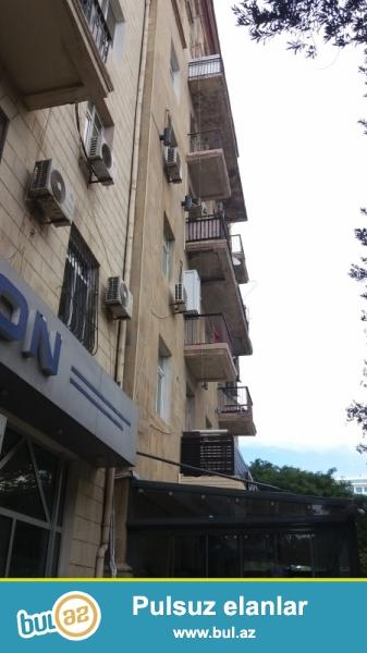 Ясамальский район, по проспекту Строителей, в полностью заселенной старой постройке сдаётся 2-х комнатная квартира...