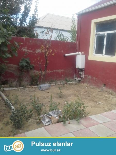 xırdalanda uğur marketin yaxınlığında 3 otaqlı təmirli kombisi olan ev satılır...