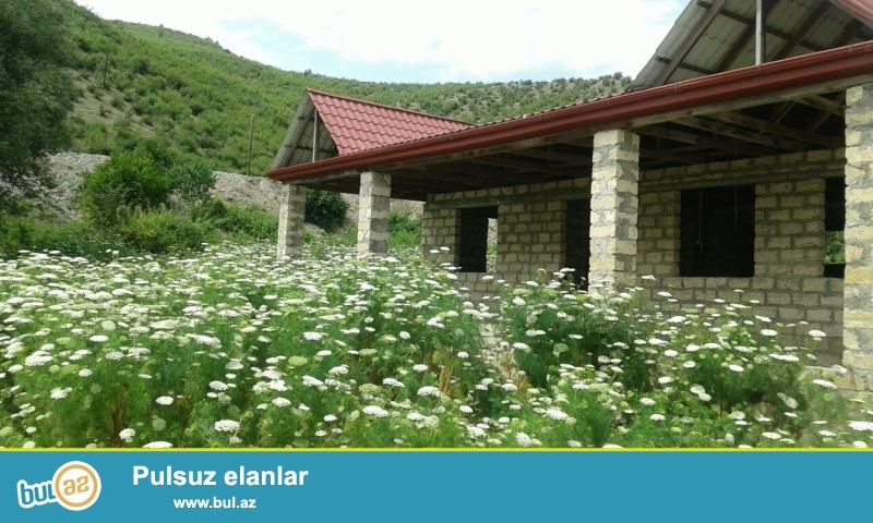 İsmayıllının Aşıqbayramlı kəndində yarım tikili ev satılır...