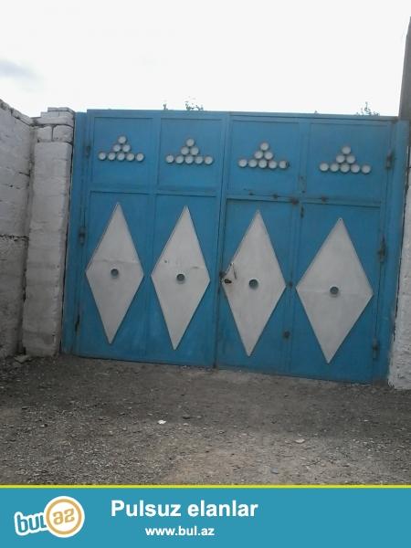 Binəqədi qəsəbəsi Cəfər cabbarlı küçəsində 90m2 içində 4 otaqlı əla təmirli ev satılır...