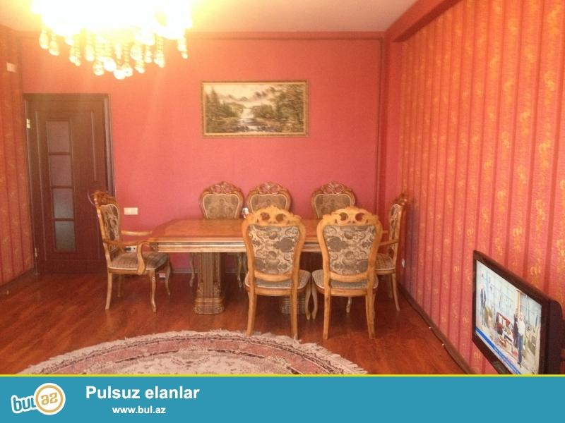 Capayevde Shusa restoranin arxasinda 17 mertebeli binanin 14-cu mertebesinde 3 otaql 120 kv sahesi olan ev kiraye verilir...