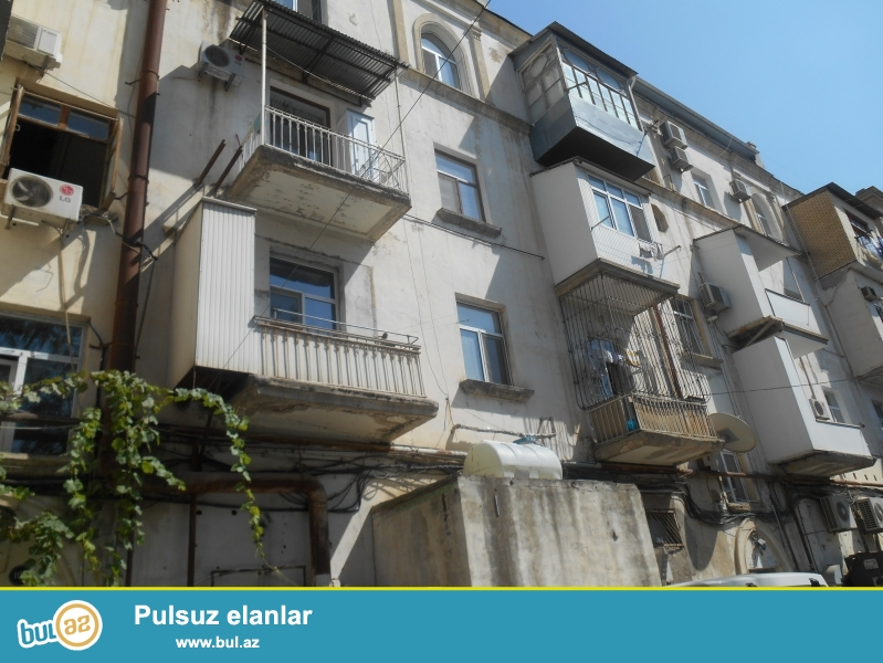Сдаётся 3-х комнатная квартира, переделанная в 2-х комнатную,  в  Ясамальском районе, недалеко от Политехнического Университета...