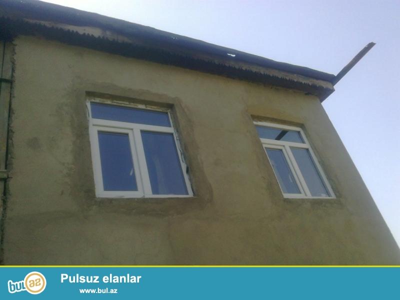 Xacmaz rayonu Yerguc kendinde 8 sotda tikili erazisi 200 kv metr olan  2 mertebeli 4 otaqli ev satilir...