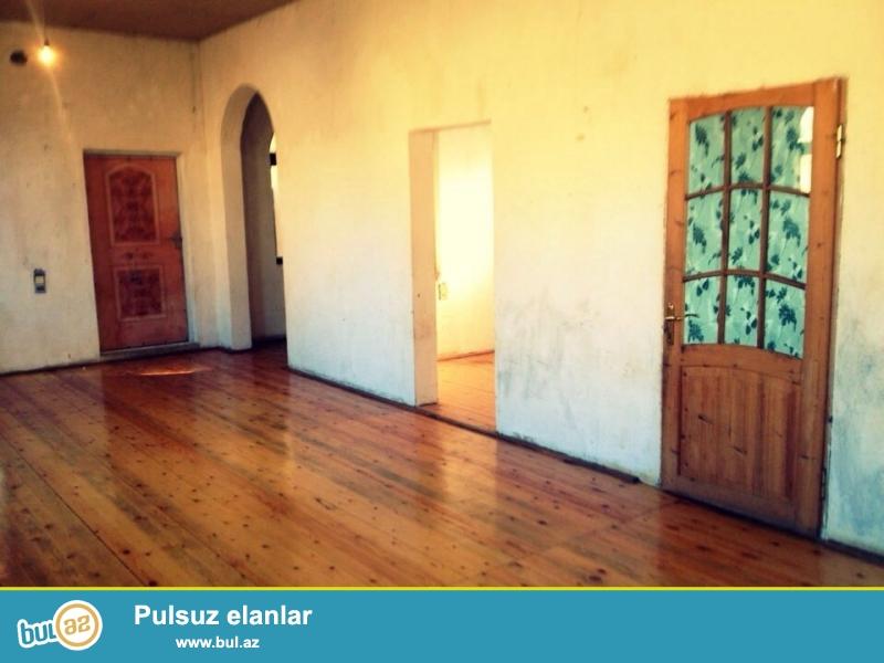 Abşeron rayonu, Mehdiabad qesebesi, Ulvi şadliq evinin yaninda 4 sotda 3 otaq ve metbex, hamam tualet içerisinde olan ev satilir...