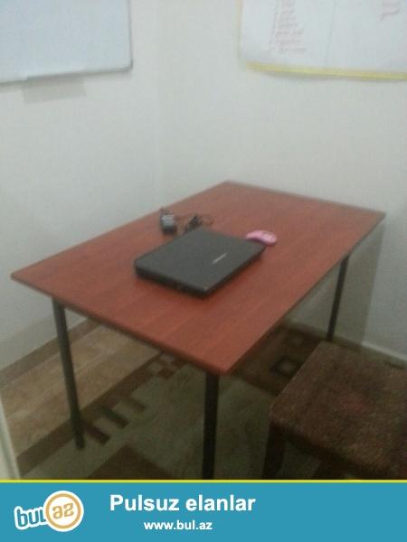 Tecili satilir 3eded yazi masasi yenidir 1eded ofis stolu ve stullar tedris merkezinde cox az mufdete istifade olunub tecili satilir