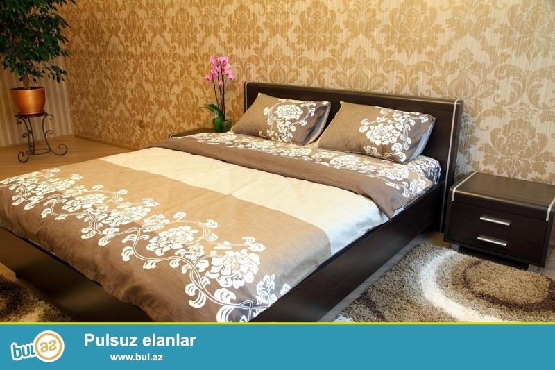 Gunluk kiraye evler.<br />  Seherin merkezinde xarici qonaqlar ve aileliler ucun 2 otaqli ela temirli ev sutkaliq kiraye verilir...