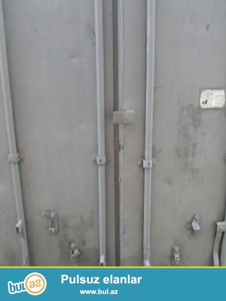 Konteyner Soyuducu Satıram. 1,5 tondur. -18 dərəcə soyudur. <br /> Uzunluğu 3 metr, eni 2,5 metr, hündürlüyü isə 2,5 metrdir...