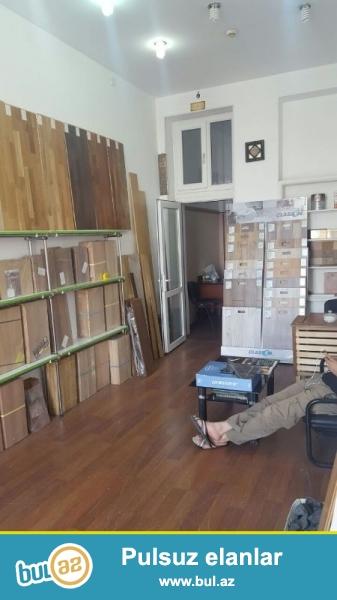 В Насиминском районе  сдается в аренду 3 комнатное офисное помещение...