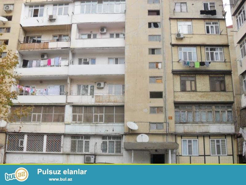 Təcili olaraq satılır.<br /> Yeni Yasamal, «BİZİM MARKET»-in yaxınlığında 9 mərtəbəli leninqrad layihəli binanın 8-ci mərtəbəsində 2 otaqlı tam təmirli mənzil satılır...