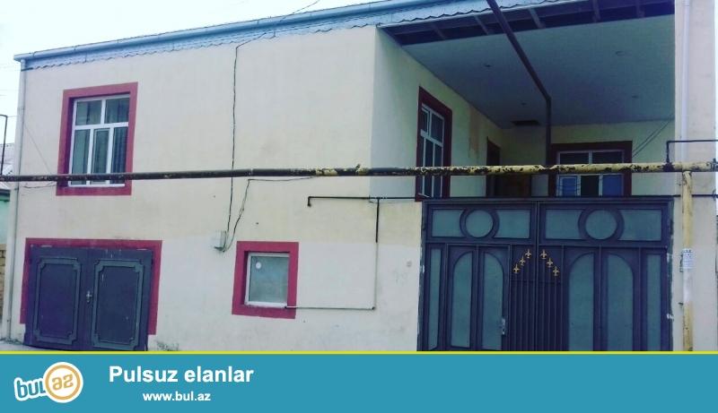 Xırdalanda, bazarın yanı,Hüseyn Arif kücəsində 2 daşla tikili  2 mərtəbə 120 kvm tikili sahəsi 3 otaqIı həyət evi satılır...