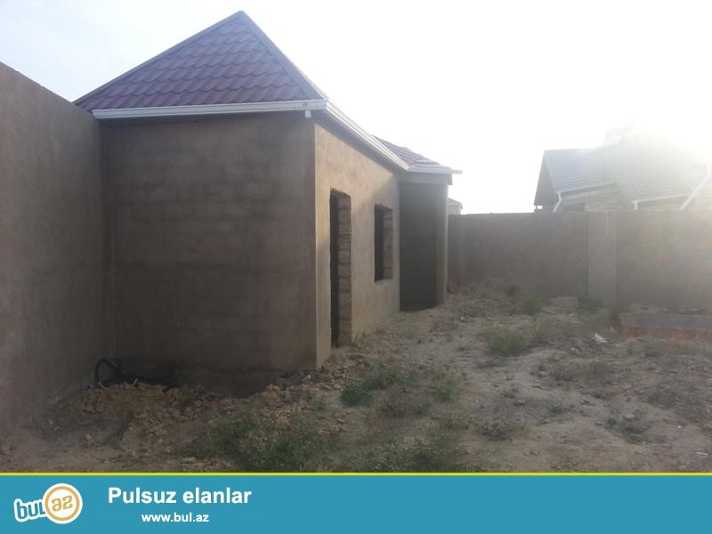 Сабаильский район посёлок Бадамдар 3 массив продается на 9-х сотах  земельного участка, 2-х этажный частный дом без ремонта, под маяк...