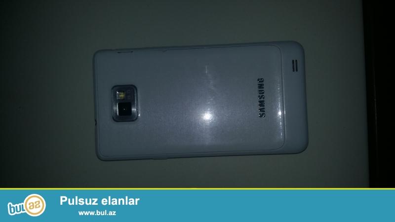 Telefonun markasi samsung Galaxy s2 plus RAM 800mb yaddas 4gb kamera 8mp telefon ela veziyyetdedi