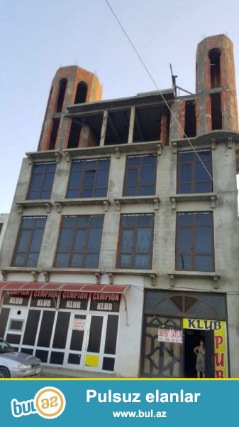 Район Хачмаз посёлок Набрань продается на 3-х сотках  земельного участка, 4-х этажный отель без ремонта, под маяк...