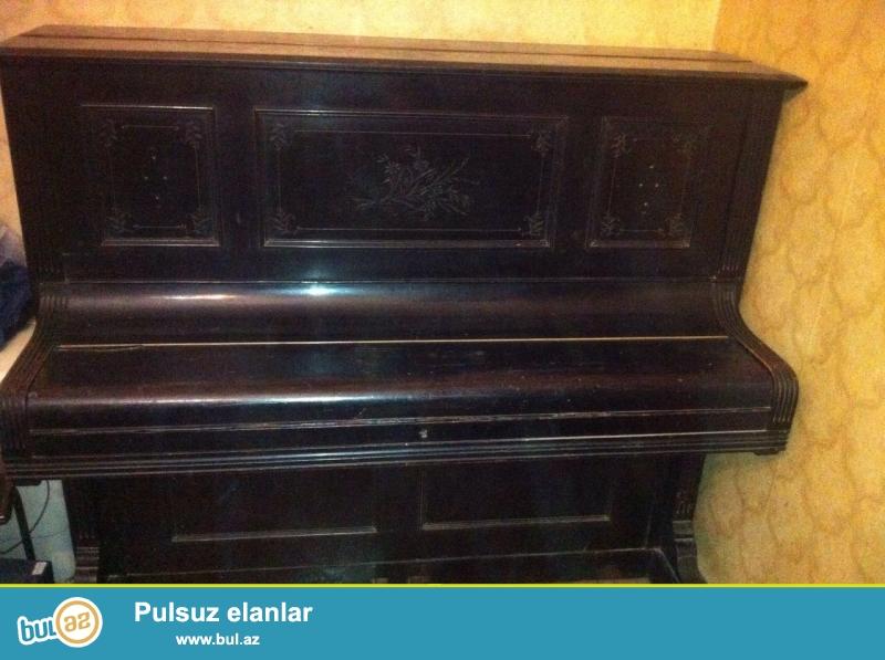 Antik pianino 1867 ci il,qara rengli, klavisnleri fil sumuyunden,guclu akostika,12 qizil medalli,2 samdanli,2 pedalli