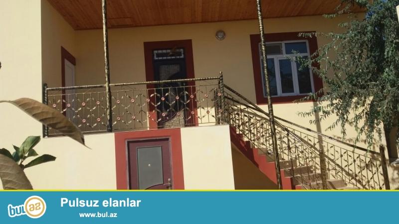 Tecili satilir!Bineqedi rayonu Bileceri qesebesi 92 nomreli marsrut yoluna yaxin 2,2 sotda tikili erazisi 100 kv metr olan 3 otaqli ev satilir...