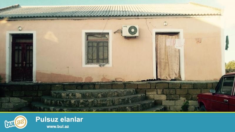 Sabunçu rayonu Maştağa qəsəbəsində Kanal üstü deyilən ərazidə 4 sot torpaq sahəsində 5 daş kürsülü ümumi sahəsi 120 kv...