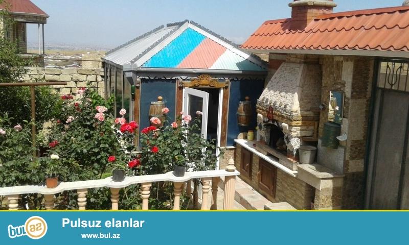 Təcili olaraq satılır !! Abseron rayonu Cicek qesebesinde 3 sot ərazidə sahəsi 70 kv...