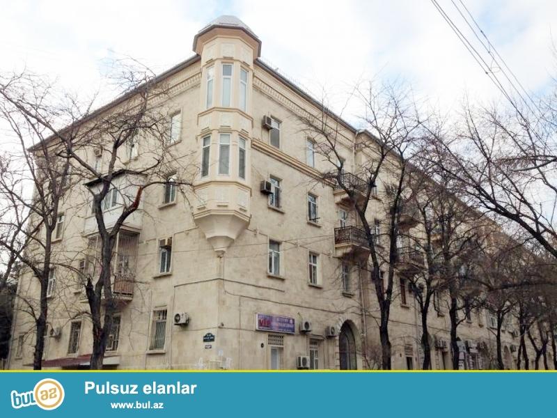 Срочная продажа.<br /> В экологически-благоприятном районе города - по проспекту Азадлыг, около «посольства США» продаётся 3-х комнатная квартира...