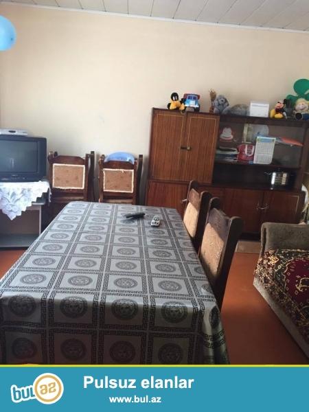 Biləcəridə Avtovaqzala yaxın yerdə 2 otaqlı həyat evi kirayə verilir...