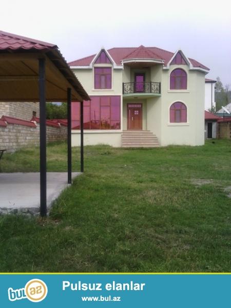 QEBELEDE Karvan otelin yaxinliqinda luks temirli Villa gundelik kiraye verilir...