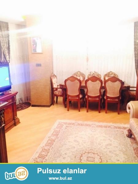 Tecili !!!  *Sherq* bazarinin yaxinliginda, Nerimanov rayon icra hakimiyyetinin yaninda yeni tikilide 3 otaqli menzil satilir...