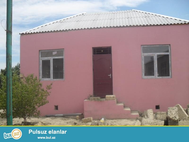 Təcili olaraq 2 otaqlı heyet evi satılır .<br /> Xırdalan şəhərində AAAf yaşayış kompleksinin arxasinda 1 sot yarımın içində 2 otaqlı ev satılır...
