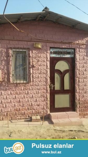 Binəqədidə 170 nöm marşurutun axırıncı dayanacağına yaxın yoldan az məsafədə kürsülü,ümumi sahəsi 80 kv mt olan 2 otaqlı ev satılır...