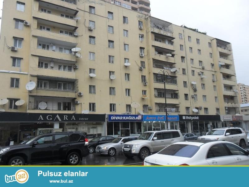 İnqlabda ASAN xidmətin yanında Yeni Tikili binada 2 otaqlı təmirli mənzil kirayə verilir...