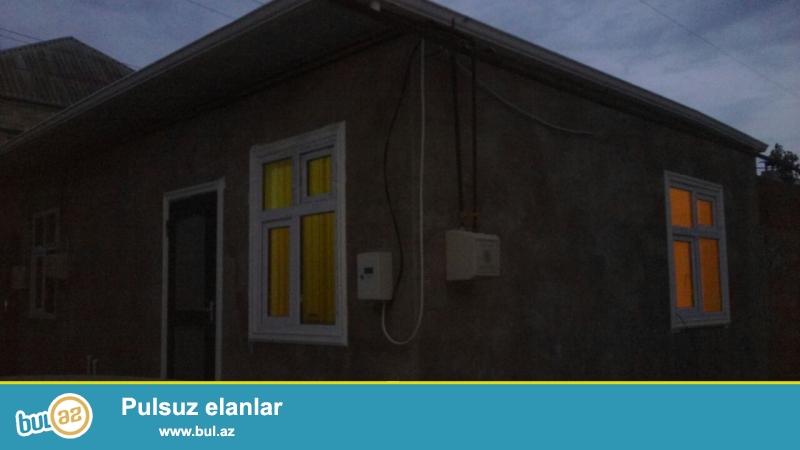 Xırdalan şəhəri Texnikomun yanında yola yaxın həyət evi satılır...