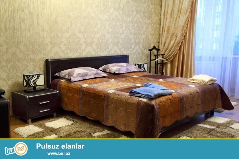 Gunluk kiraye menzil.<br />  Seherin merkezinde xarici qonaqlar ve aileliler ucun 2 otaqli ela temirli ev sutkaliq kiraye verilir...
