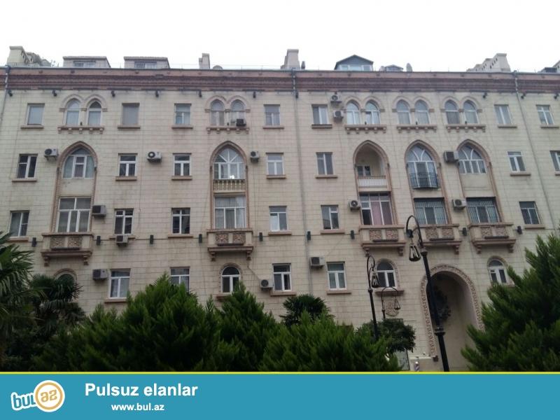 В ЭЛИТНОМ ДОМЕ «БОЛЬШОЙ ДВОР»,   на проспекте   Строителей, напротив отеля  «HYATT REGENCY » продаётся  2-х комнатная квартира...