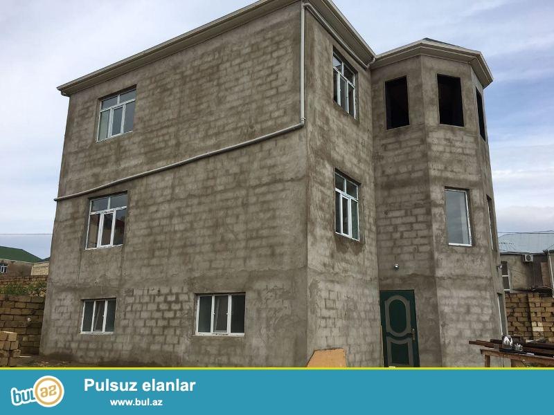 Masazir qesebesi,General Aksin Babayev kucesi, 8 sot icinde, 3 mertebeli ev satilir...