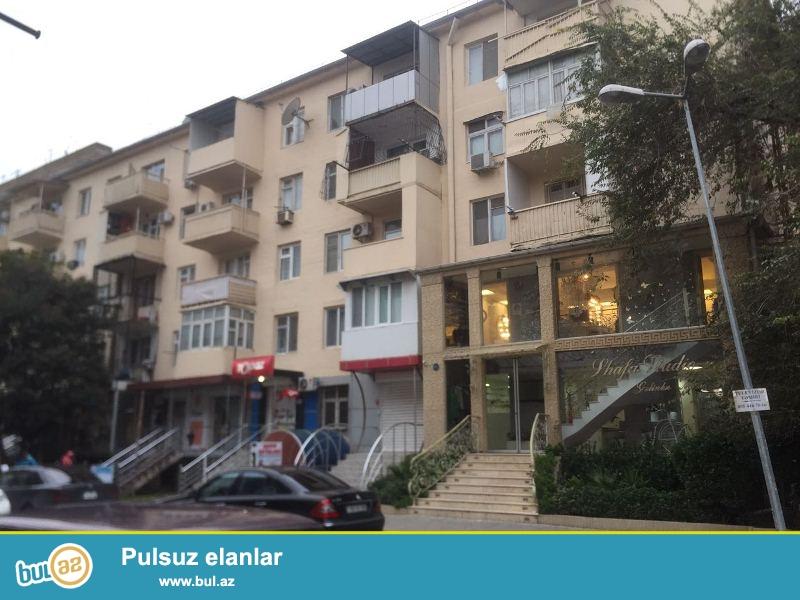 Yasamal rayonu,Elmlər Akademiyası metrosunun yanı, Zahid Xəlilov küç...