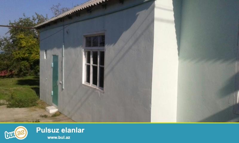 Bakı şəhəri Abşeron rayonu Goradil kəndində   10 sot torpaq sahəsində   ümumi sahəsi 75 kv...
