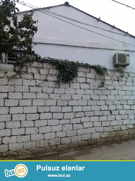 Sebail rn 20çi sahede4–otaqlı  maşın giren heyetı olan ev satılır ,kürsülüdür,dayanacaqa yaxındır.