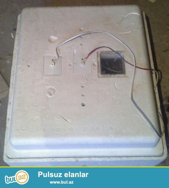 Avtomatik inkubator satilir.Ela vezyyetdedir.12V-220V.Istehsal:S.Petrrburq.63-toyuq yum.,45-qaz yum...