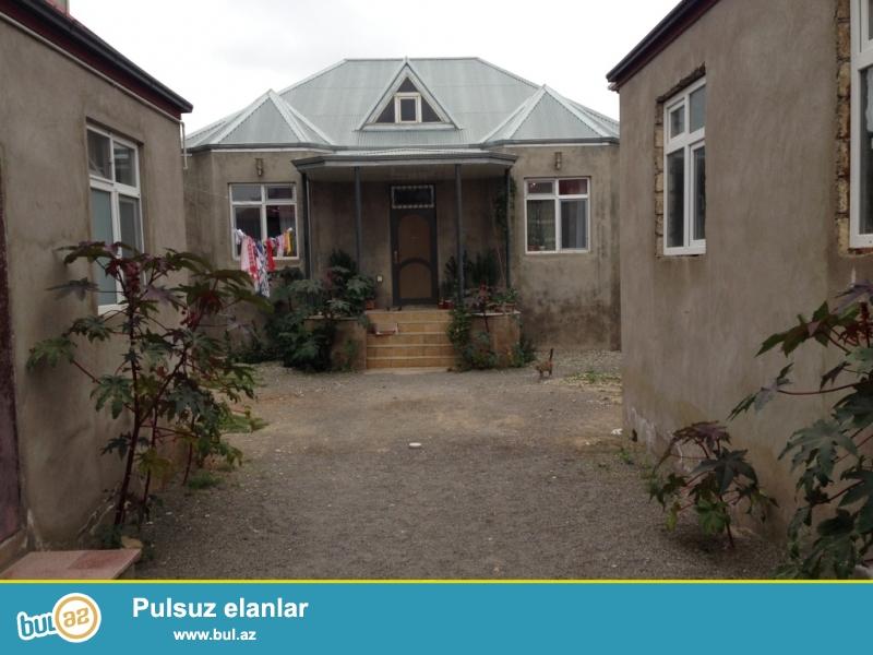 Xırdalan  şəhəri, T. Bayram 44 ünvaninda,  1 mərtəbəli, kürsülü  həyət evi  satıilır...