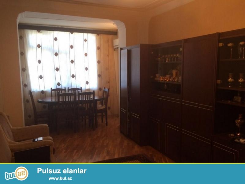 Очень срочно! На поселке Бакыханова ,на против талкучки,  продается  3-х комнатная квартира старого  строения 5/5 , с хорошим  ремонтом , общей площадью 75 квадрат...