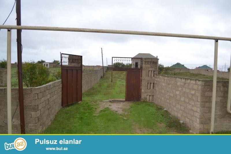 xaşaxunada 24 sot torpaq sahəsi ilə bərabər olaraq 3 otaqli 80 kv m sahəsi olan ev satiram...
