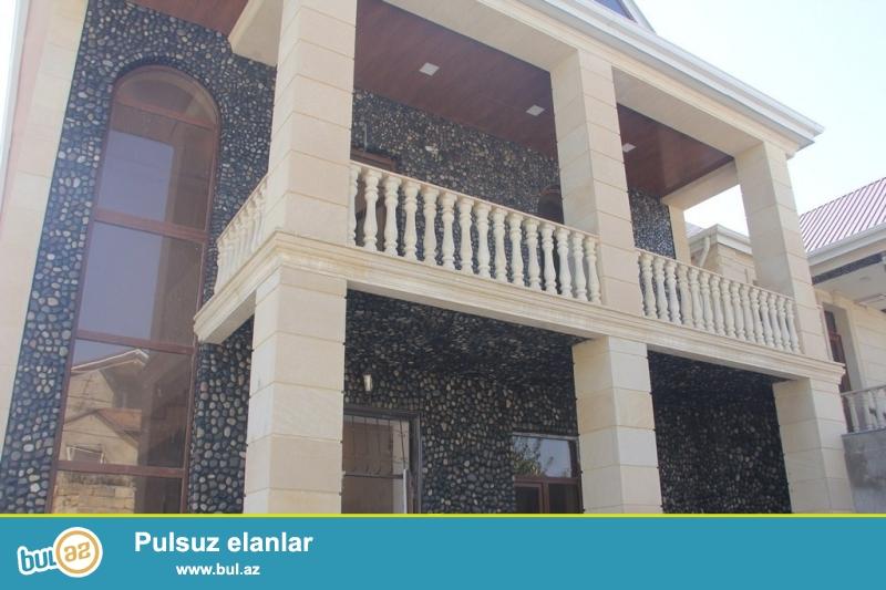 Для  солидных клиентов ! В очень элитном участке КЕНД АХМЕДЛЫ , рядом с  проспектом Бабек продается особняк , состоящий из нескольких строений , расположенный на 2...