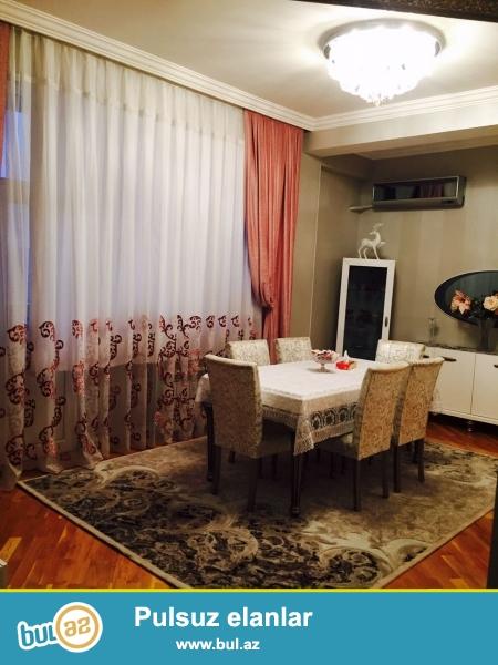 <br /> ПРЕДЛАГАЕТСЯ С МЕБЕЛЬЮ !!!   Бинагадинский район,  в 7 мкрне, около ресторана «LİDO»  на продажу предлагается  3-х комнатная квартира  в полностью жилой новостройке...