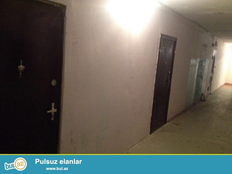Очень  срочно ! Не далеко от м/с ГЯНДЖЛИК ,   по улице Аджами Нахчивани  , продаётся 2-х комнатная  квартира старого строения  4/5 ...